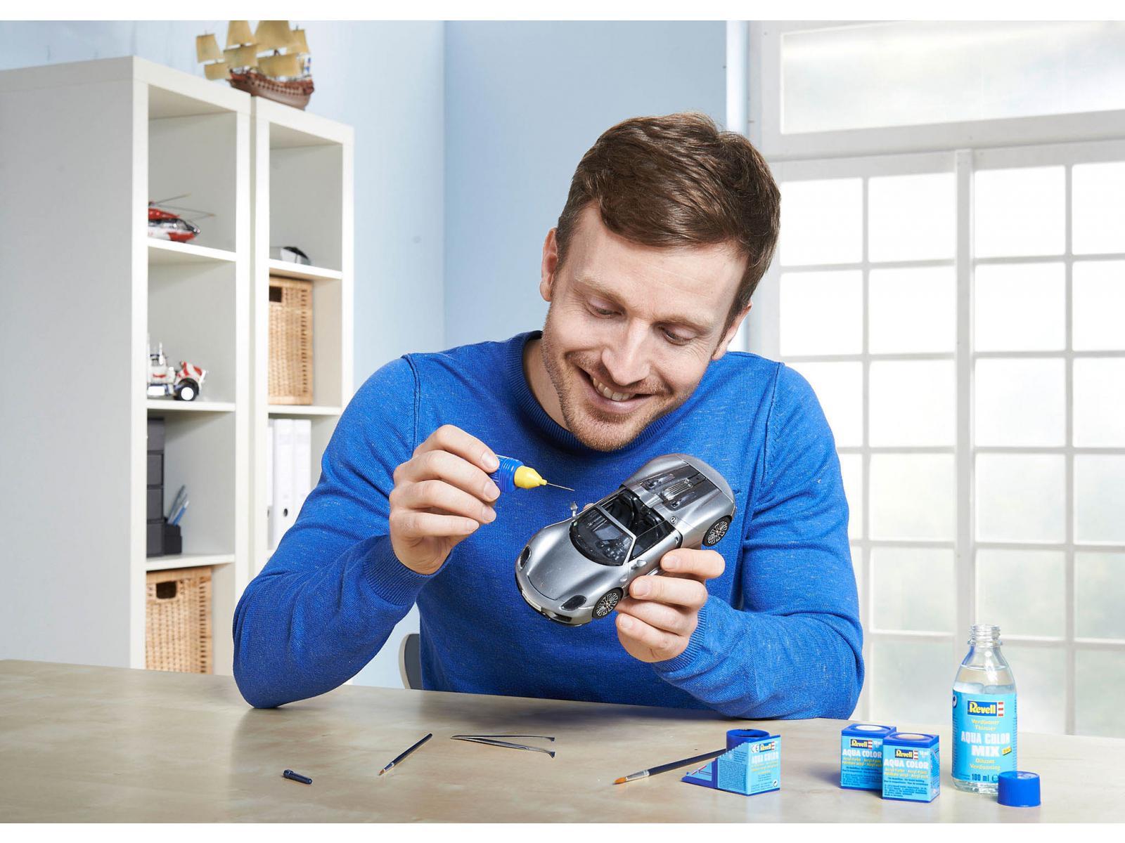 revell porsche 918 spyder 1 24 level 4 skill 4. Black Bedroom Furniture Sets. Home Design Ideas