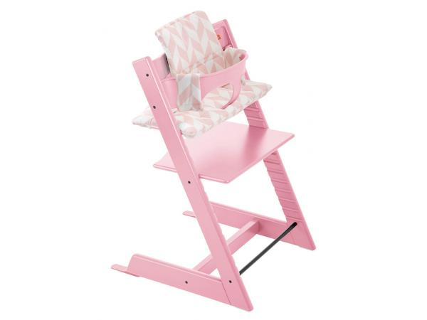 Stokke coussin pour chaise tripp trapp chevrons roses for Patron coussin chaise tripp trapp