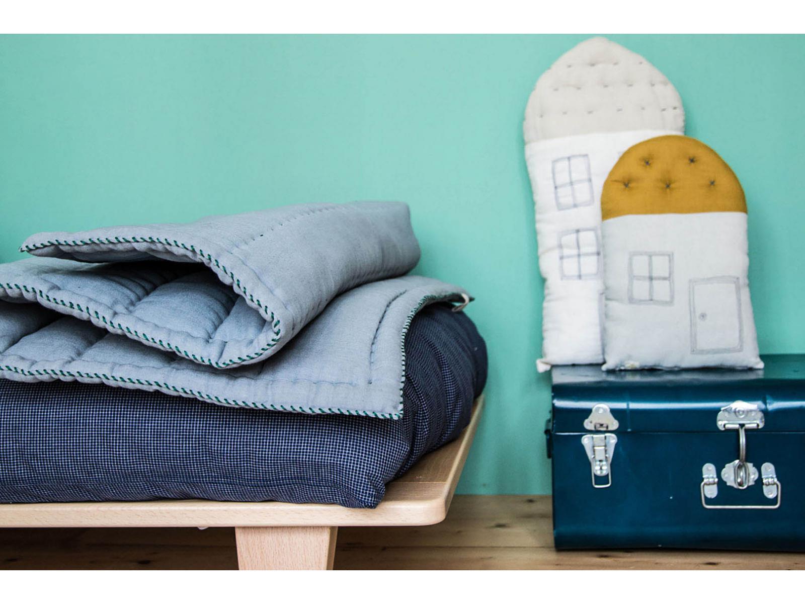 camomile london housse de couette imprim e petits carreaux navy ivoire 120x150 cm. Black Bedroom Furniture Sets. Home Design Ideas