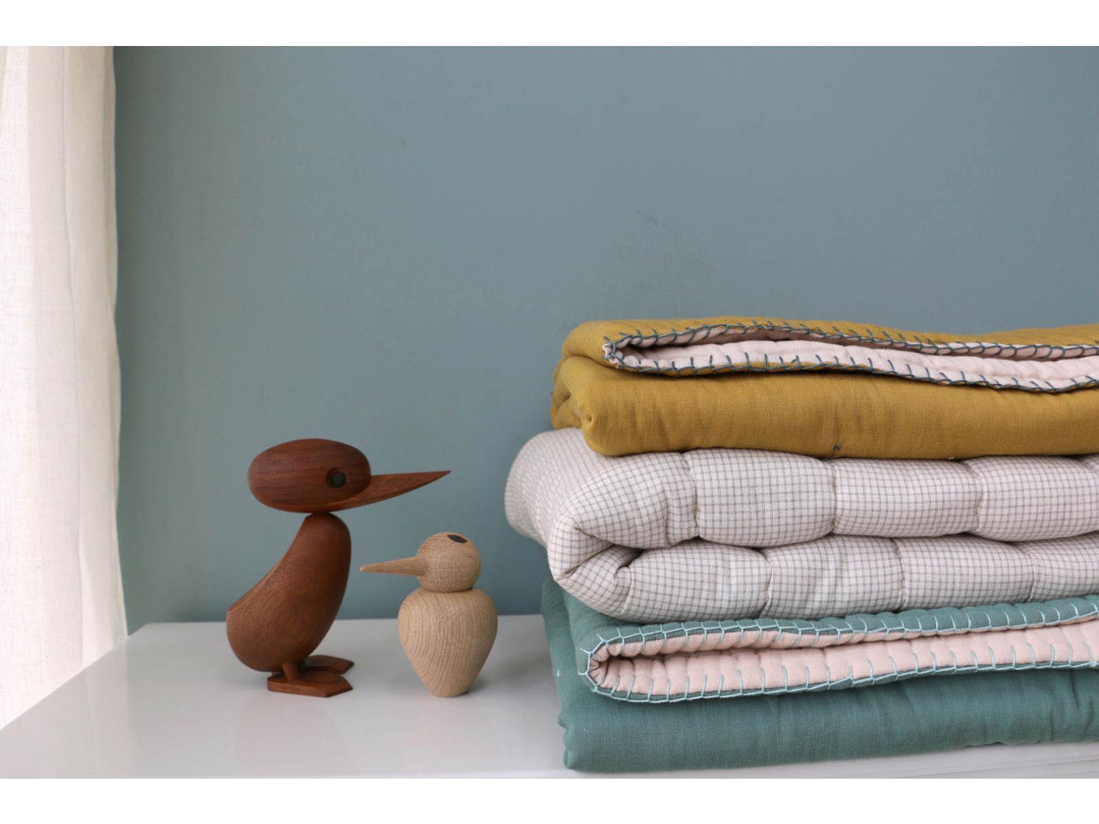 camomile london couverture matelass brod e main r versible double petits carreaux ivoire gris. Black Bedroom Furniture Sets. Home Design Ideas