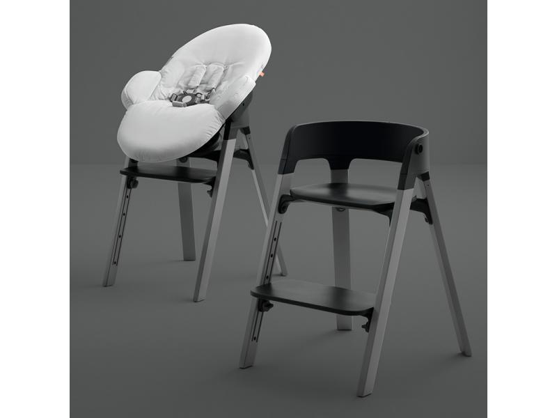 Chaise haute stokke steps blanche et bois de chene noir - Chaise blanche et noir ...