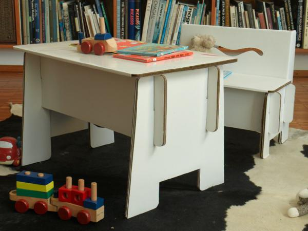 Kids gallery petit bureau en carton recycle for Bureau en carton