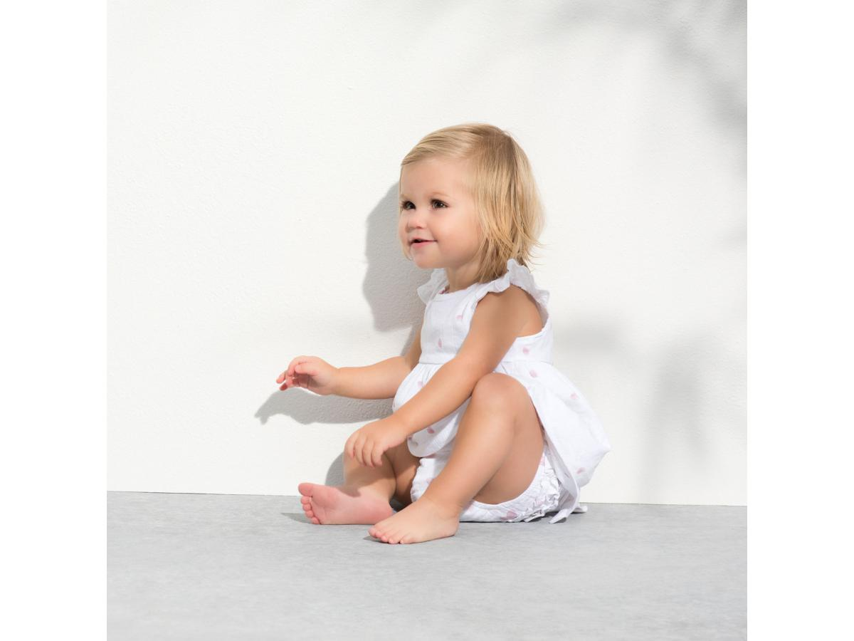 aden + anais Musy Muslin Squares. Available in a wide range of prints, the aden + anais 3 pack of muslin squares are % cotton muslin and sized at 70x70cm. Ideal for mopping up the inevitable spills, these musys get softer and softer with every wash.