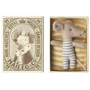 Maileg - 16-8714-01 - Bébé Souris en pyjama dans sa boîte - Garçon-  8 cm (391930)