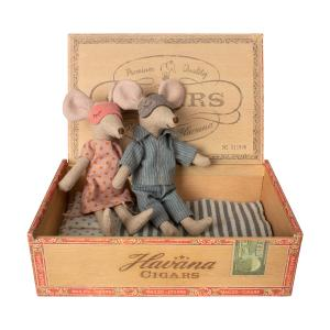 Maileg - 16-9740-01 - Mum et dad mice in cigar box (406514)