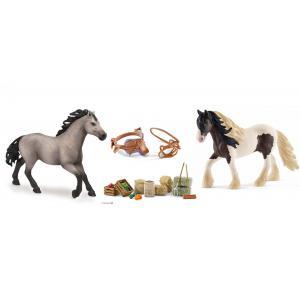 Schleich - bu085 - Set figurine chevaux etalon avec kit de nourriture et selle (414032)