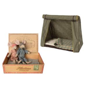 Maileg - BU011 - Souris poupée de maman et papa dans une boîte à cigares et Happy Camper Tent, Mouse (415528)