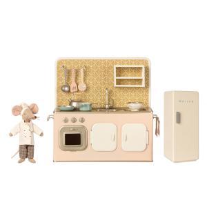 Maileg - BU050 - Set poupée souris avec cuisine et frigo miniature (456350)