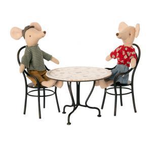 Maileg - BU057 - Table à manger miniature avec 2 chaises et poupées papa et maman souris (456364)