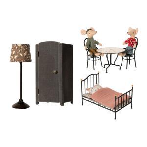 Maileg - BU061 - Set de poupées avec meubles miniatures (456372)